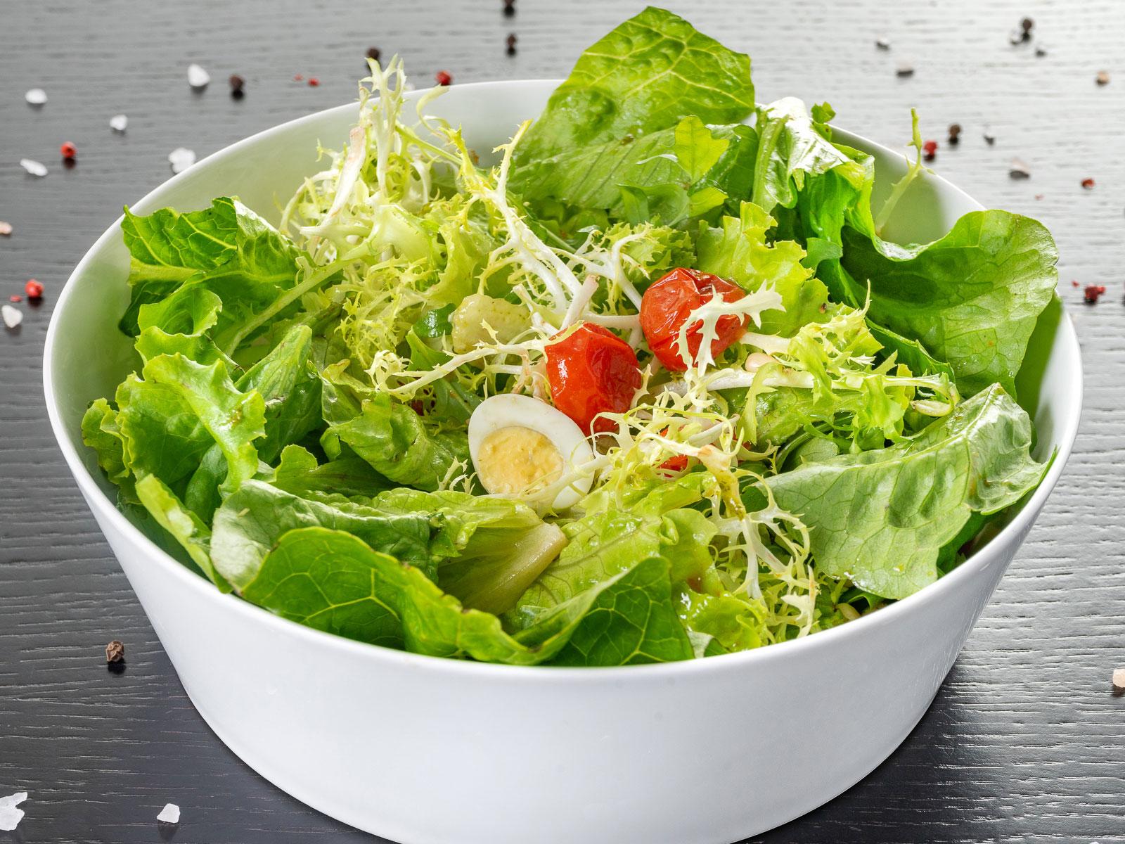 Салат из зеленых листьев